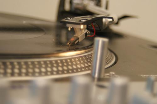 Med pickupen Ortofon OM-Pro och en bra ria-förstärkare blir ljudet det bästa möjliga